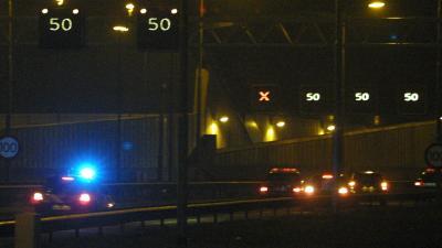 Foto van snelweg donker ongeval zwaailicht | Archief EHF