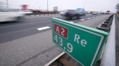 Verkeersinfarct rond Utrecht door ongelukken op A2 en A12.
