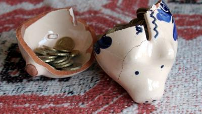 Nederlanders sparen minder