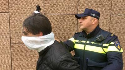 Boefjes krijgen bij aanhouding voortaan spuugmasker op in Amsterdam