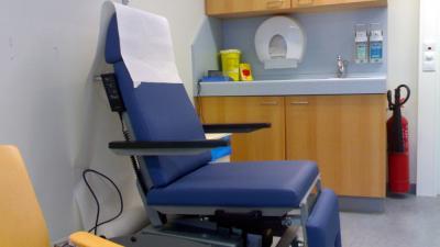 Foto van stoel arts medisch praktijk ziekenhuis | Archief EHF