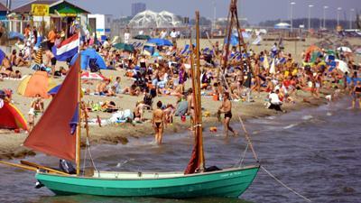 Foto van strand zon water IJburg | Archief EHF