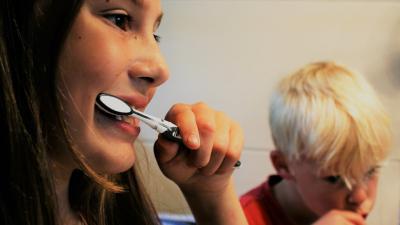 foto van tandenpoetsen