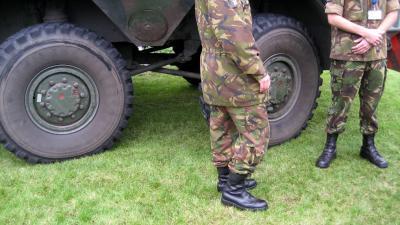 Vijf Belgische pantservoertuigen botsen in Valkenswaard