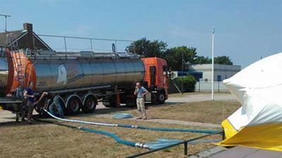 Foto van tankwagen met drinkwater   PWN