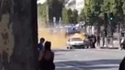 Aanslag op agenten op Champs-Élysées in Parijs
