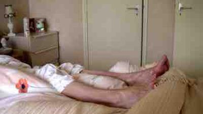 Foto van oudere patiënt thuis in bed | Archief FBF