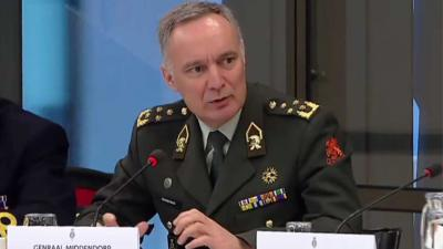 Ereteken voor Verdienste voor Commandant der Strijdkrachten Tom Middendorp