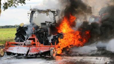 Tractor compleet uitgebrand