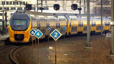 trein-station-rails-perron
