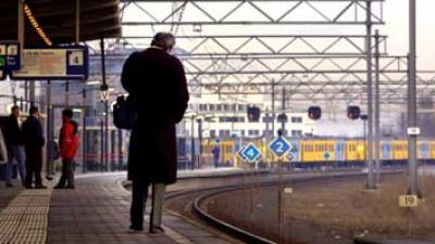 Foto van wachtende reiziger op perron station | Archief EHF
