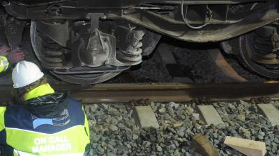 Geen treinen tussen Venlo en Eindhoven na botsing vrachtwagen en trein.