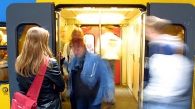 Foto van trein en passagiers | Archief EHF