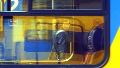 Foto van reiziger bij trein op station | Archief EHF