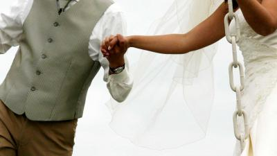 Trouwen in gewaagde trouwkleding, niets is te gek