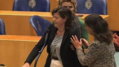 Kamerlid zakt in elkaar tijdens vragenuurtje
