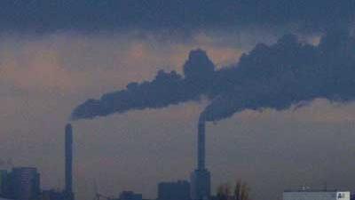 Foot van rook uit schoorsteen kolencentrale | Archief EHF