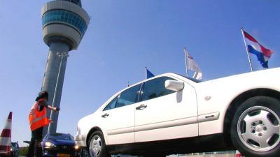 Foto van reizigers op luchthaven Schiphol | Archief EHF