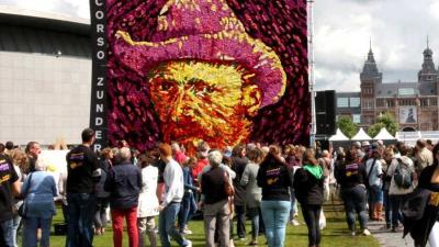 Dahliatableau met zelfportret Vincent van Gogh onthuld