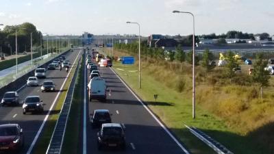 Auto over de kop op N201 Uithoorn