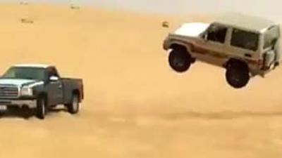 'Vliegende' auto crasht op auto
