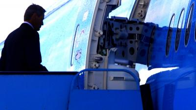 Foto van in vliegtuig stappende piloot   Archief EHF
