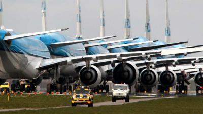 KLM-vliegtuigen-geparkeerd-Aalsmeerbaan-coronacrisis