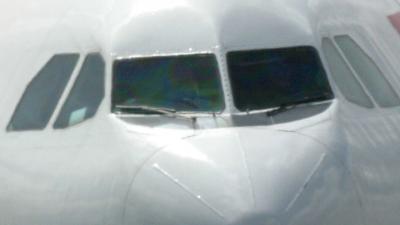 Vliegtuig met Feyenoordfans in botsing met vrachtwagen