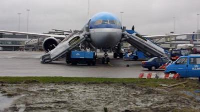 Foto van een vliegtuig met noodglijbanen | Archief EHF