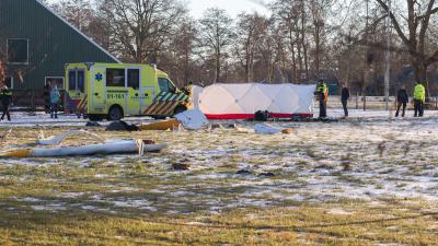 vliegtuigcrash-brokstukken-ambulance-brandweer