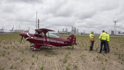 vliegtuigje voorzorgslanding Maasvlakte