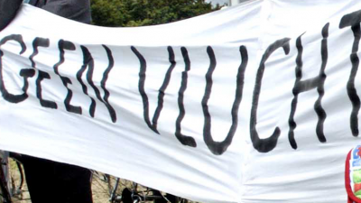 Demonstraten anti-islambeweging Pegida opgepakt vanwege tonen hakenkruis