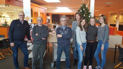 Leerlingen van het Dollard College in Woldendorp hebben een inzamelingsactie gehouden voor de Voedselbank in Appingedam.