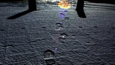 Politie geholpen door voetsporen in de sneeuw