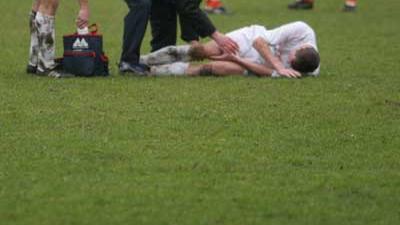 Foto van blessure bij voetbal | Archief EHF