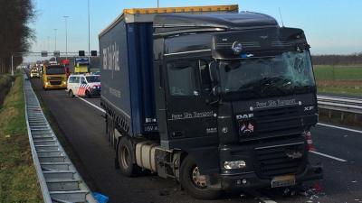Ongeval met 2 vrachtwagens op A58 Oirschot