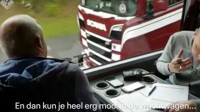 Politie zet touringcar in om bellende chauffeurs te betrappen