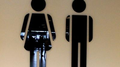 vrouw-man-wc-toilet
