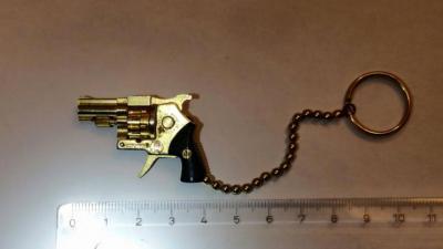 Politie Amsterdam treft piepklein vuurwapen aan bij controle