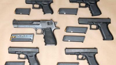 Invallen leiden tot vondst van 630.000 euro, 42 kilo cocaïne en 6 vuurwapens
