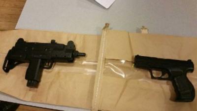 Politie Rotterdam haalt 18 vuurwapens van straat door fouilleeracties
