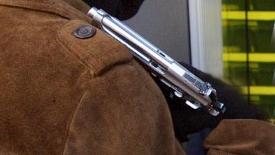 Foto van man met vuurwapen   Archief EHF