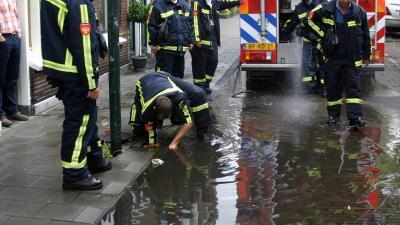 Code Oranje: Brandweer heeft handen vol aan wateroverlast