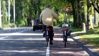 Foto van oudere man op fiets   Archief EHF