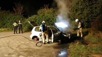 Brandweer blust auto zonder wielen in Rolde