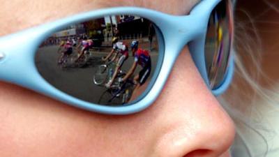 Foto van wielrenners spiegeling zonnebril | Archief EHF
