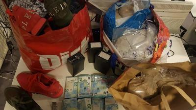 Ondermijningsactie woontorens leidt naar 20 kilo heroïne en ruim 27.000 euro