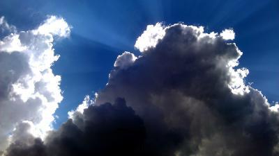 Foto van zon wolken blauwe lucht   Archief EHF