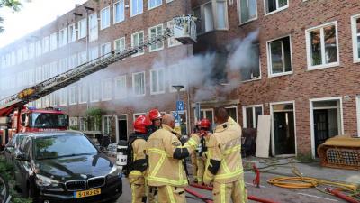 Twee mensen gewond bij woningbrand Amsterdam