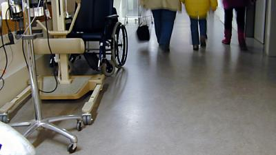Foto van kind in ziekenhuis   Archief EHF